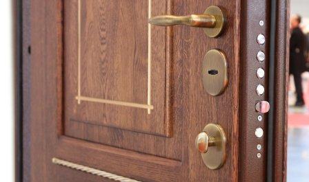 Замена панели или декоративной накладки на двери